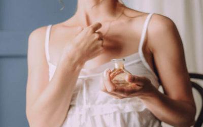 Hoe voorkom je pigmentvlekken door parfum?